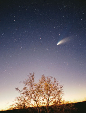 Comet Hale-Bopp as it flies over the sky of Pazin in Istria, Croatia on March 29, 1997. (Credit: Philipp Salzgeber)